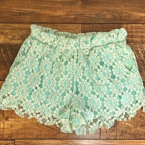 Mint green lace shorts S